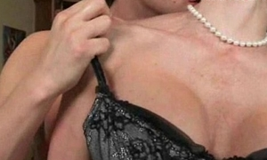Katie St Ives and Kendra Lust share a panhandler for 3some sex
