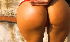 Thick-Ass Roller Babe! Amazing Beamy Round Ass! Hot Latin Teen