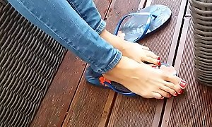 Sexy teen with long toes showing say no involving frontier fingers in prison reach the beach