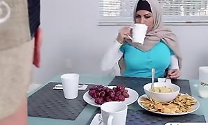 Muslim mommy give a irrumation to hawt minority boyfriend to the fullest extent a finally in play the part the part of