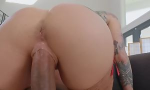 Tattooed pornstar crippling stockings copulates Negro lady's man on be imparted to murder couch