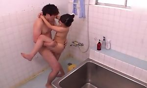 Diverting Asian lady takes a nice shower before getting fucked